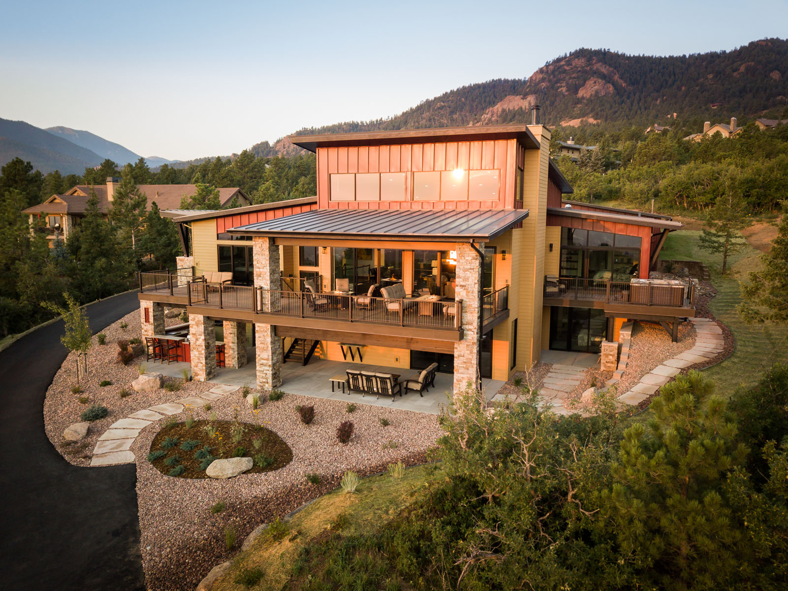 Luxury home in Colorado Springs by architectural photographer Steinberger photographed for the home builder